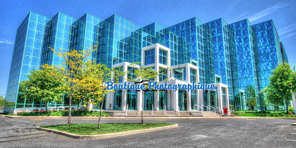 Photo d'un complexe à bureaux futuriste