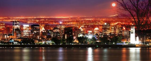 Pleine Lune sur Montreal - photo stock