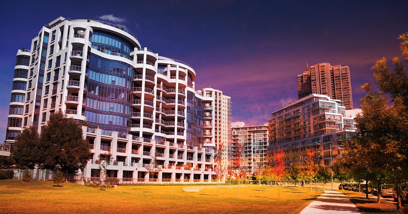 Parc de condominiums urbains - photo stock