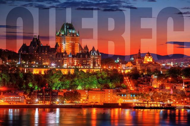 Chateau Frontenac de Quebec avec Texte - photo stock