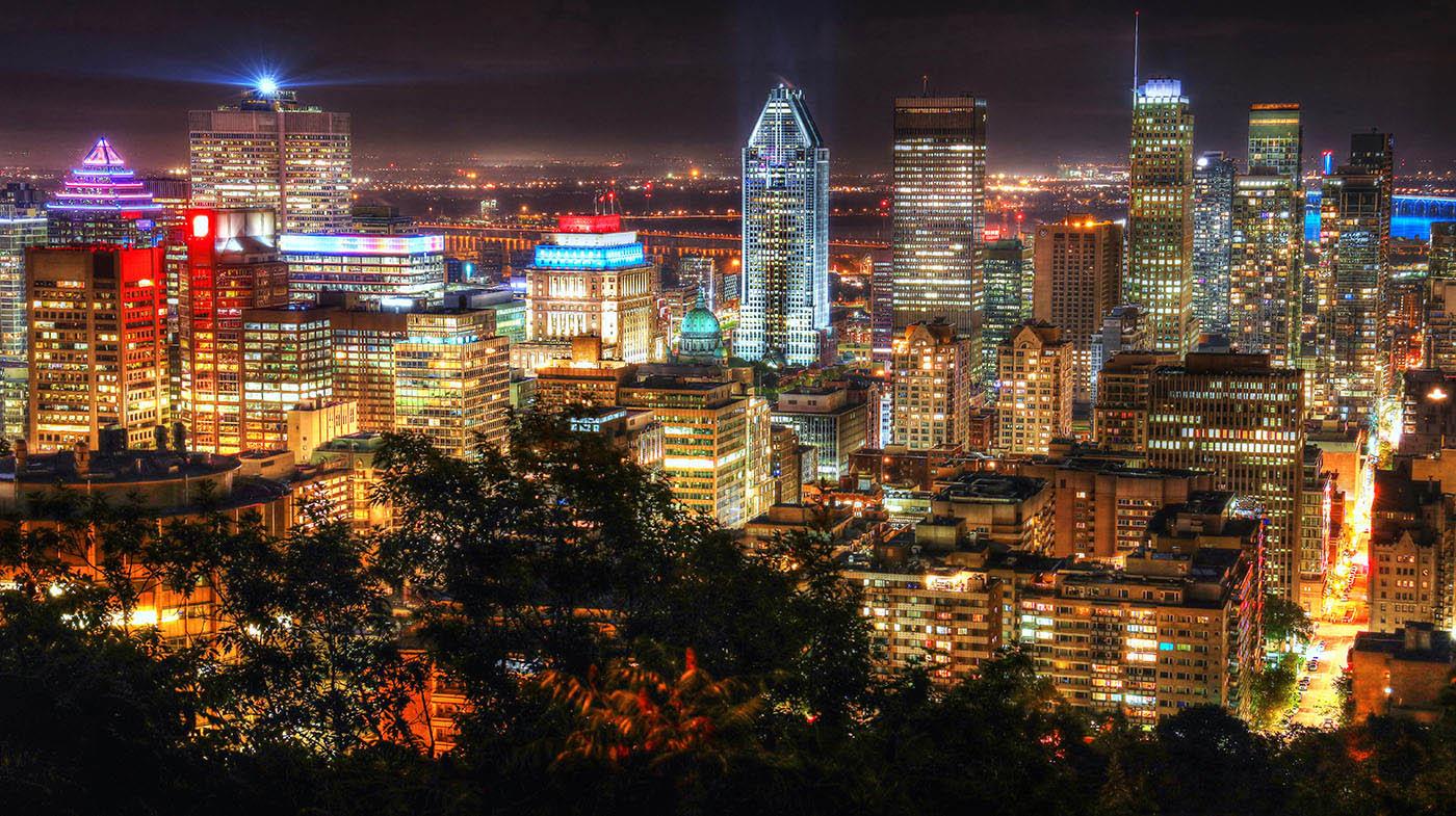 2020 Ville de Montreal la nuit vue du Mont Royal - photo stock