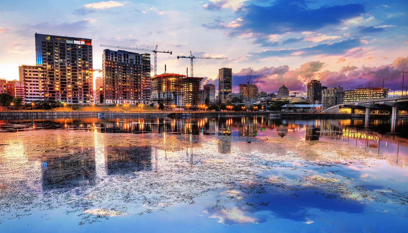 2020 Reflection de Montreal a l'aube - photo stock