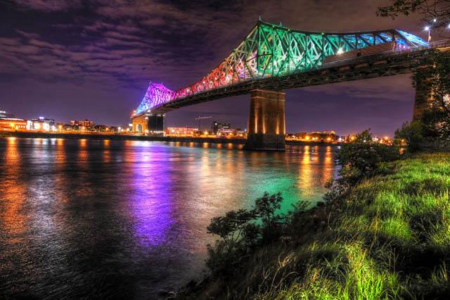 2020 Pont Jacques Cartier de Montreal la nuit - photo stock