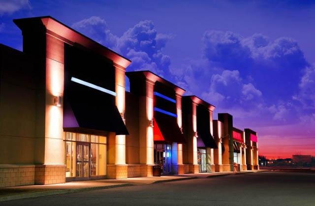 Facades de magasins le soir